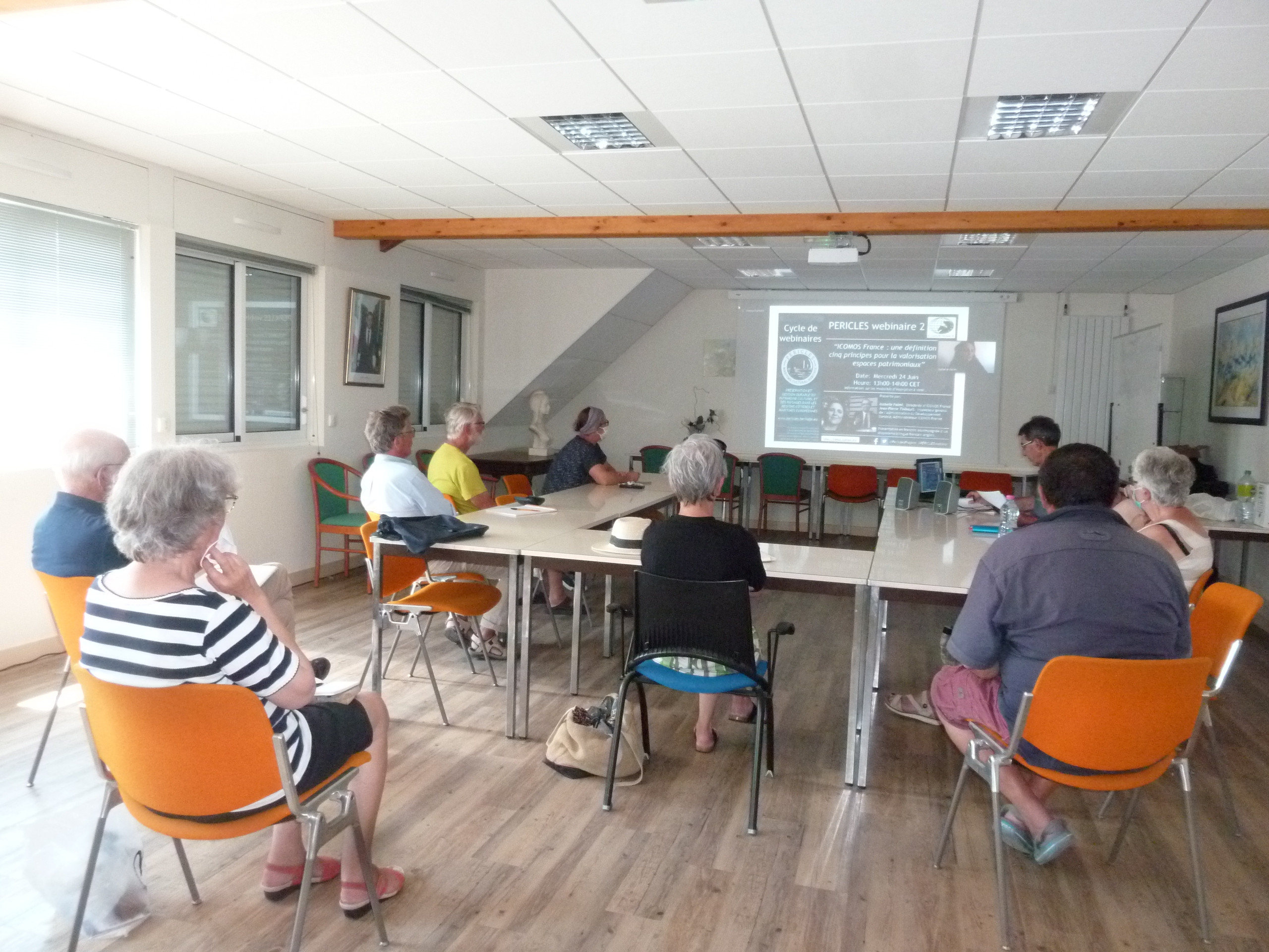 The ICOMOS France webinar watched collectively at the Locmariaquer town hall