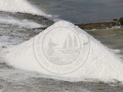 Small mounds of salt inside the saltpans (Aveiro municipality, Ria de Aveiro region)
