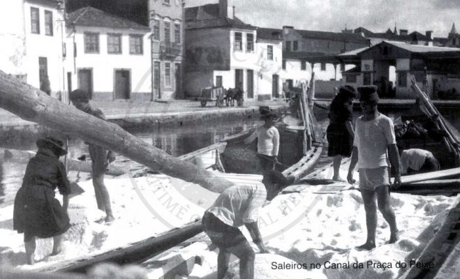 Traditional method of transporting of salt in the boat during in the sixties. The boat is mercantel, also knowned as saleiro or salineiro