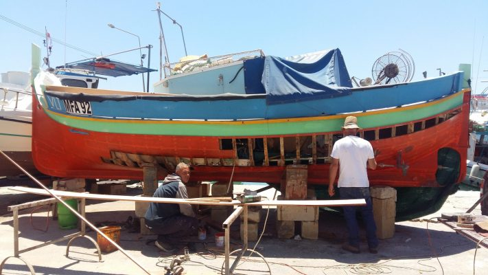 Traditional boat fixing